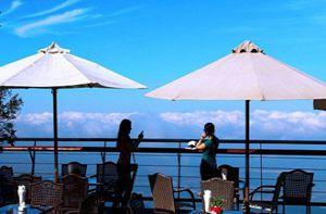 Những quán cà phê với tay như chạm được mây