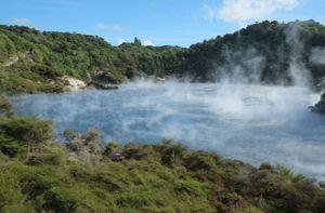 Bí ẩn hồ nước nóng như chảo chiên ở New Zealand