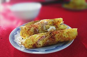 Ăn sáng với bánh xèo mực ở Cam Ranh