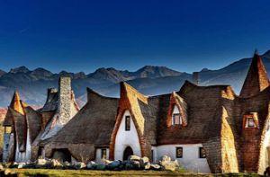 Độc đáo lâu đài khách sạn làm từ đất sét và rơm