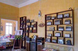 Góc cà phê chứa đầy kỷ vật hiếm có ở Đà Lạt