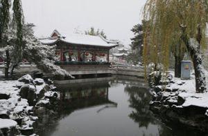 Tuyết phủ trắng lầu son gác tía trong Đại Quan Viên